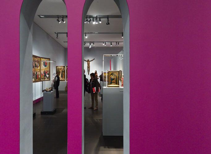 Museum-Schnuetgen_portfolio_Ausstellung_Glanz-und-Gloria_1_rheinweiss