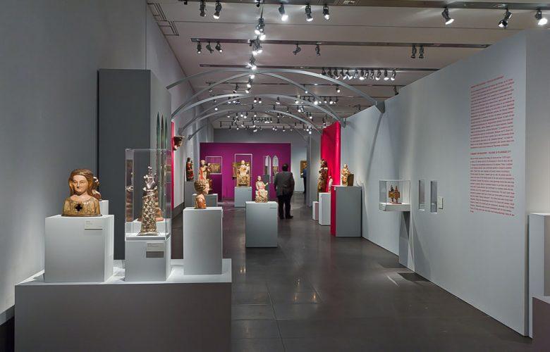 Museum-Schnuetgen_portfolio_Ausstellung_Glanz-und-Gloria_3_rheinweiss