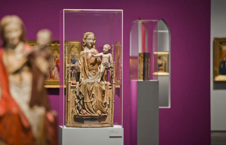 Museum-Schnuetgen_portfolio_Ausstellung_Glanz-und-Gloria_4_rheinweiss