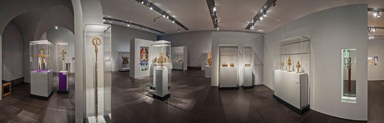 Museum-Schnuetgen_portfolio_Ausstellung_Glanz-und-Gloria_panorama_rheinweiss